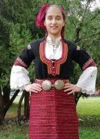 Девойките от картините на Майстора са облечени в Кюстендилска сая