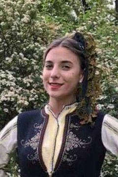 Красива е зимната женска празнична носия  от   Голямо Конаре