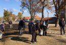 Озеленяват ремонтирания парк в Ново село
