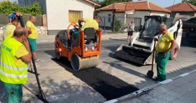 """Ремонтират се пропаданията след ремонтите на ВиК на бул. """"Тракия"""""""